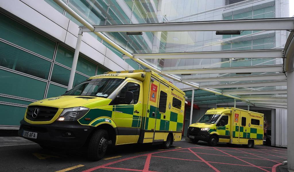 Pfizer comienza a enviar vacuna contra COVID a hospitales en Reino Unido