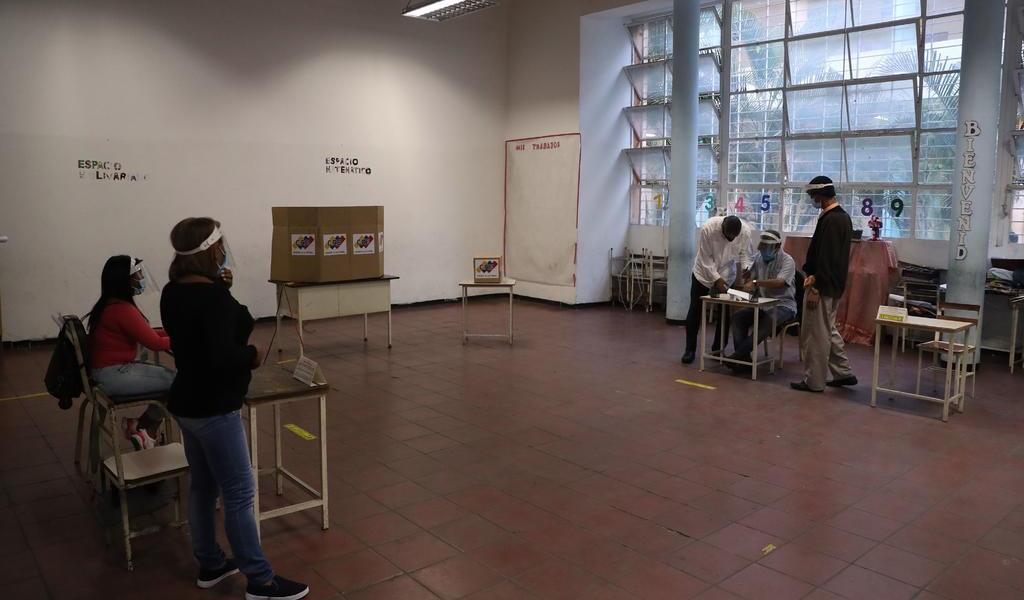 Abren casillas para elecciones legislativas en Venezuela
