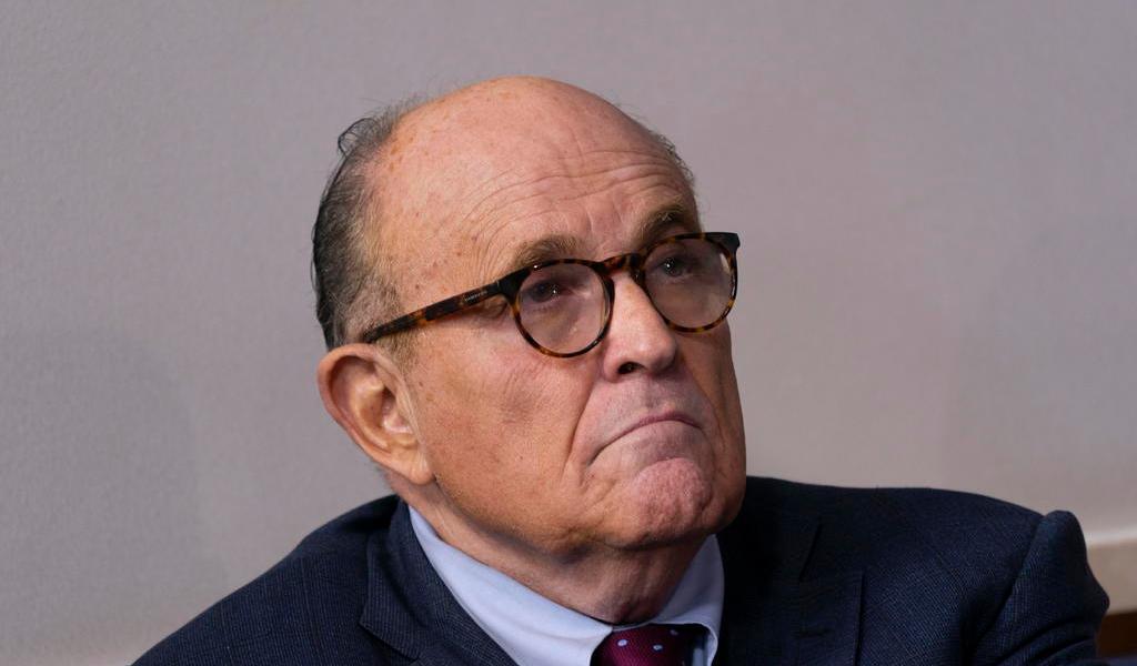 Rudy Giuliani, abogado de Trump, es hospitalizado por COVID-19