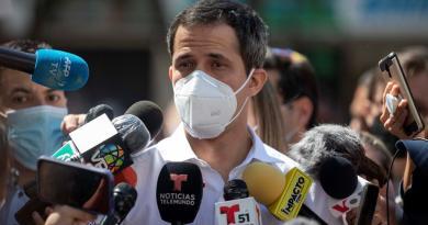 Pide Guaidó respaldo ciudadano al prolongar el mandato de su Parlamento