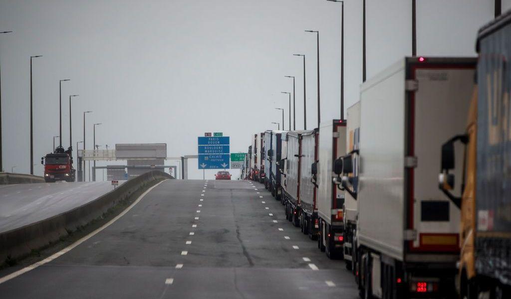 Cruce fronterizo entre Francia y Reino Unido se vuelve un caos
