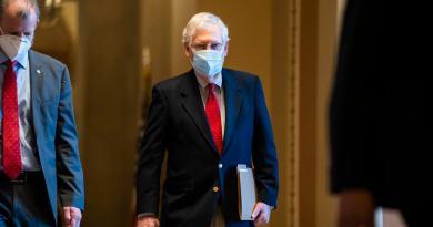 Líder republicano en el Senado felicita a Biden por su triunfo en EUA