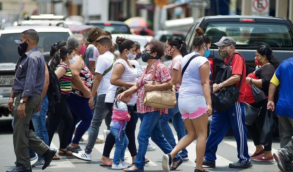 Apreba Ecuador plan de vacunación piloto contra COVID-19
