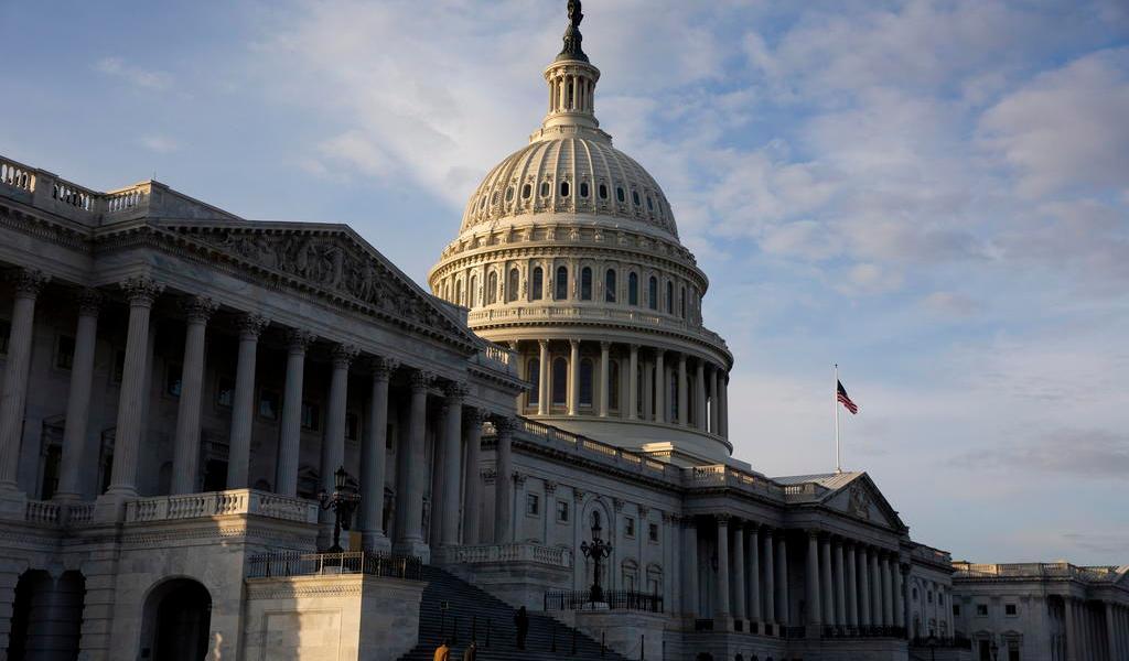 Cámara Baja de EUA aprueba paquete de estímulo por 900 mil mdd