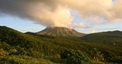 Nivel naranja tras expulsión de magma del volcán La Soufriere en San Vicente