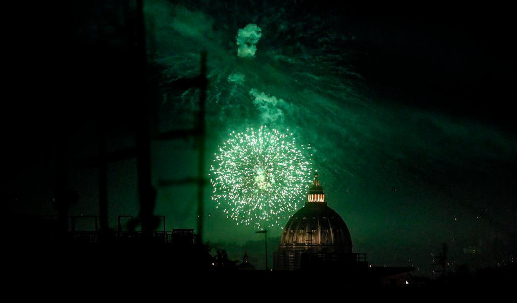 Mueren cientos de aves por fuegos artificiales en Roma