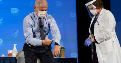 Admite Fauci retraso en vacunación de EUA