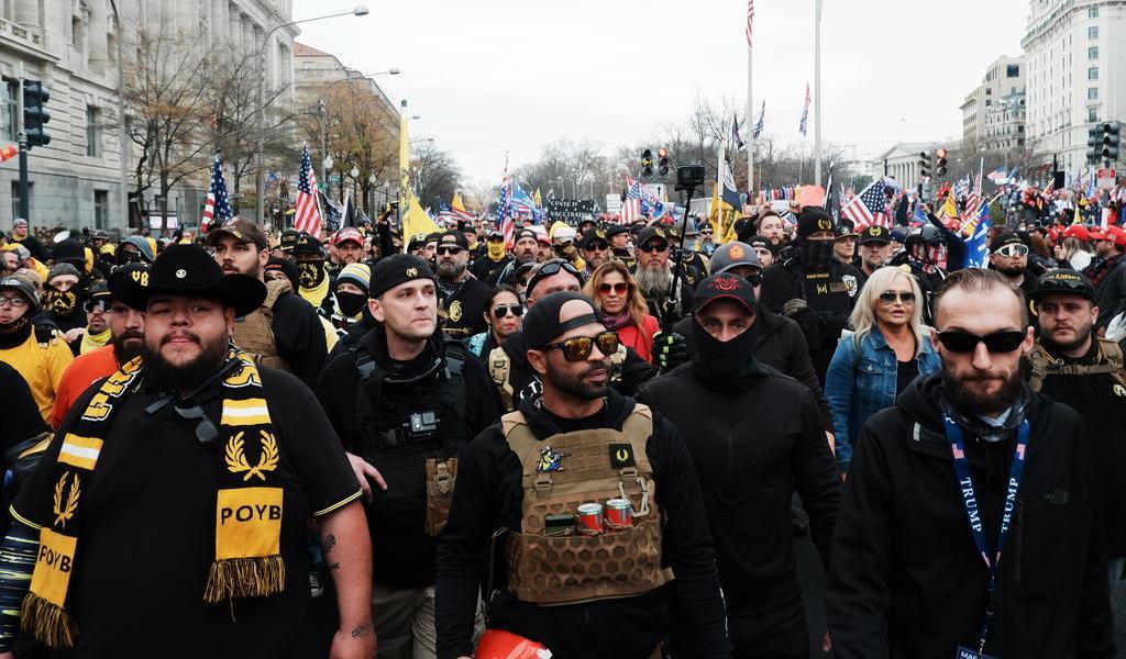 Detienen al líder del grupo ultraderechista Proud Boys en Washington