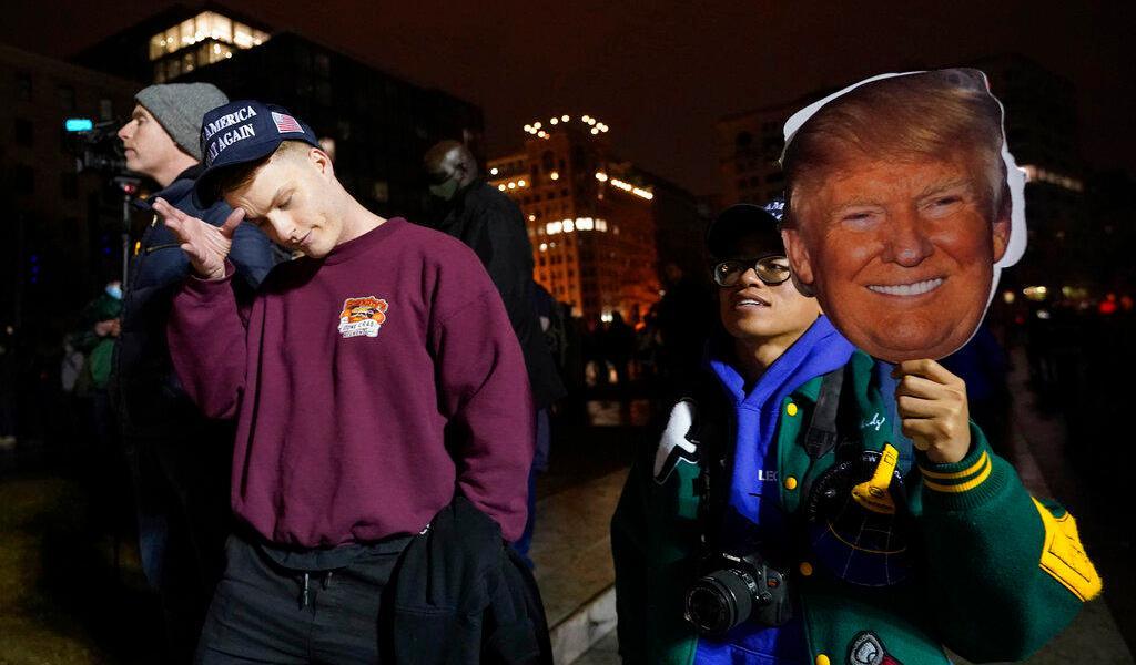 Simpatizantes de Trump llegan a manifestarse a Washington antes de confirmación de Biden