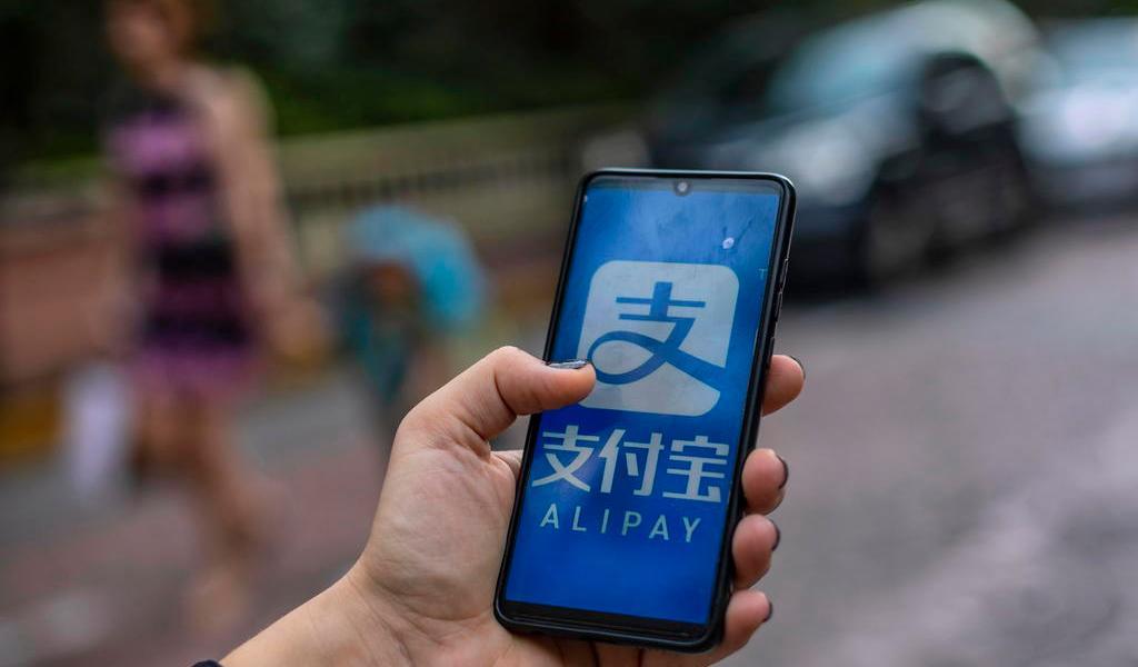 Donald Trump firma decreto para prohibir ocho aplicaciones de pago chinas
