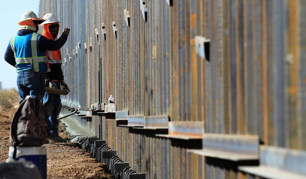 Trump viajará el martes a Texas para supervisar construcción del muro con México