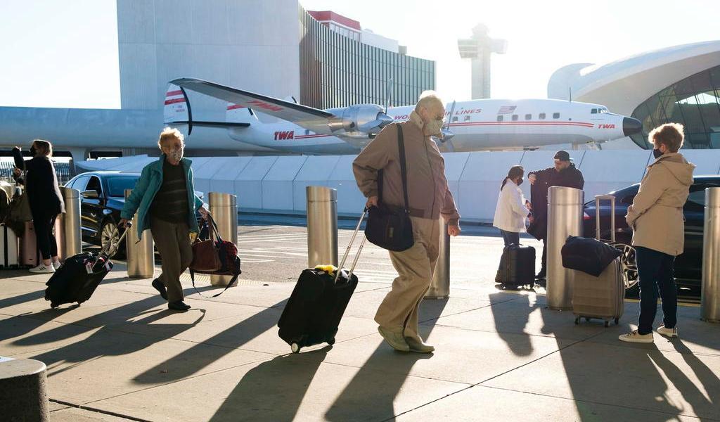 EUA exigirá pruebas negativas de COVID-19 a viajeros según  The Wall Street Journal