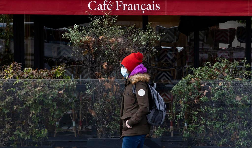 Francia anuncia toque de queda más restrictivo por COVID