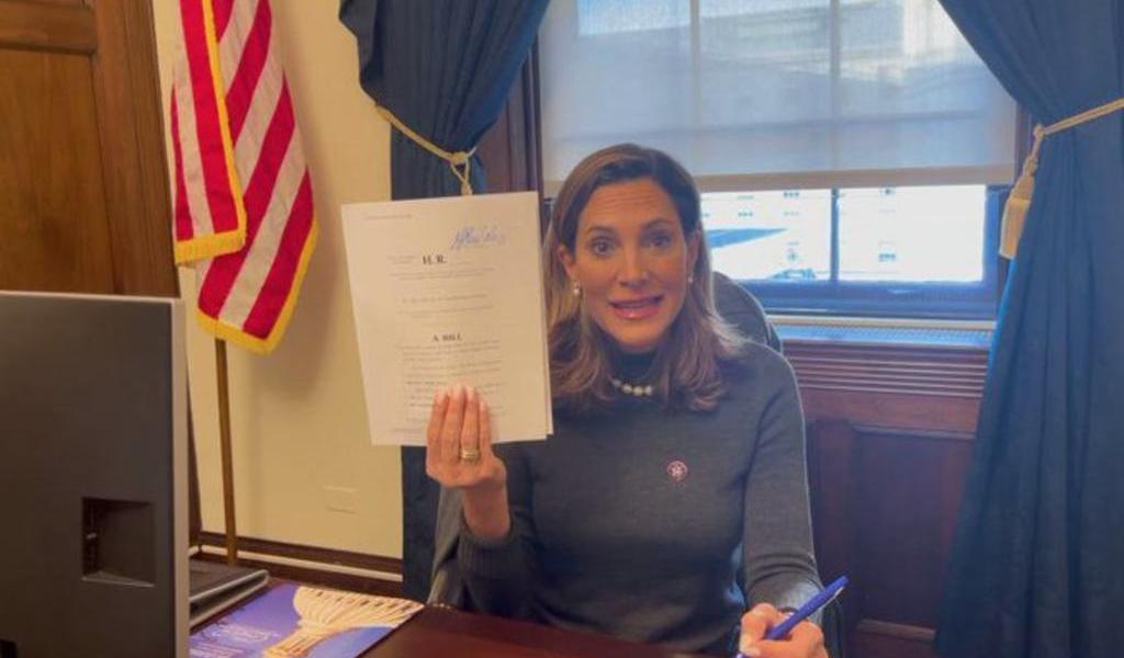 Congresistas de EUA presentan ley para mantener a Cuba en lista negra