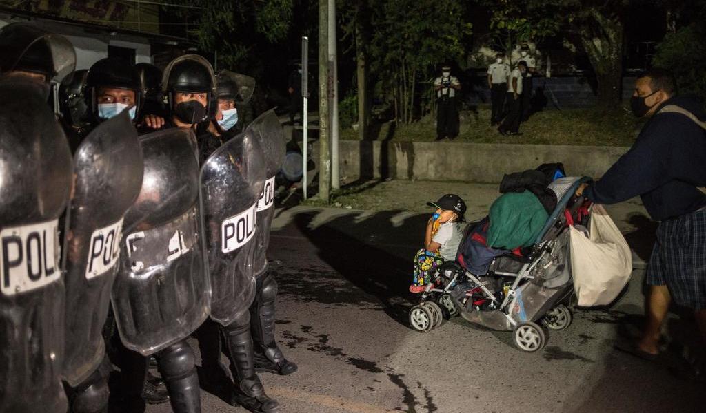 Caravana migrante busca eludir controles y viajar hoy a Tabasco y Chiapas