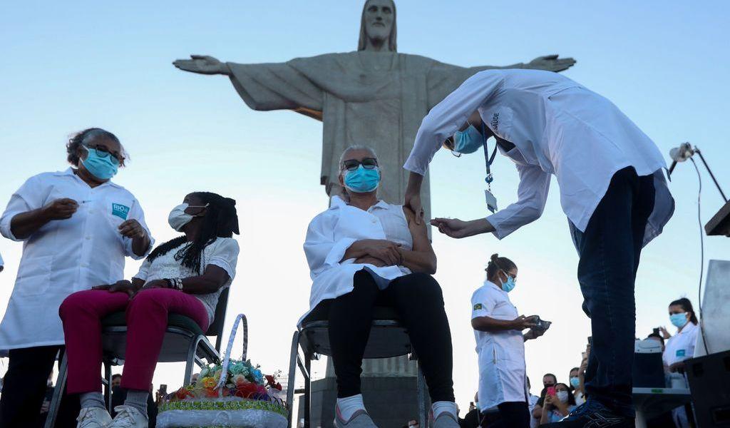 Brasil inicia su campaña de inmunización