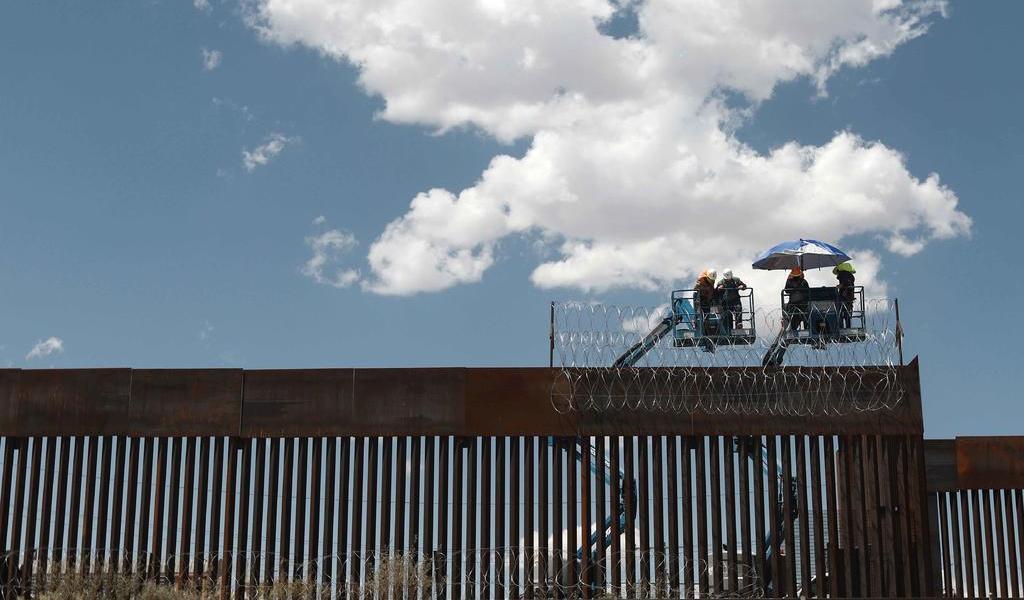 EUA prosigue la construcción del muro fronterizo con México a pesar de orden de Biden