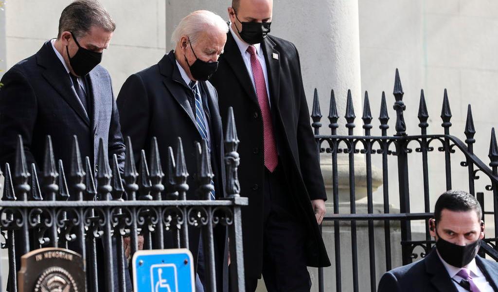 Asiste Joe Biden a misa el domingo por primera vez desde asumir como presidente de EUA