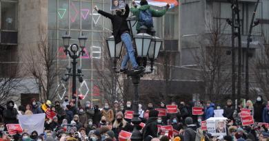 Se queja Rusia ante EUA por 'noticias falsas' sobre protestas de Navalni