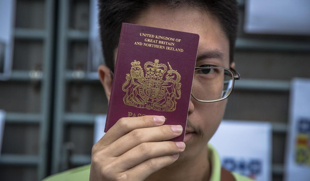 Miles de habitantes de Hong Kong emigran a Reino Unido