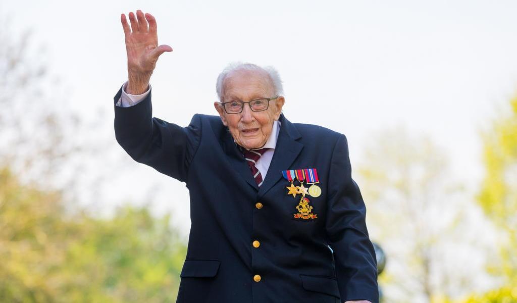 Fallece por COVID el capitán Tom Moore en Inglaterra