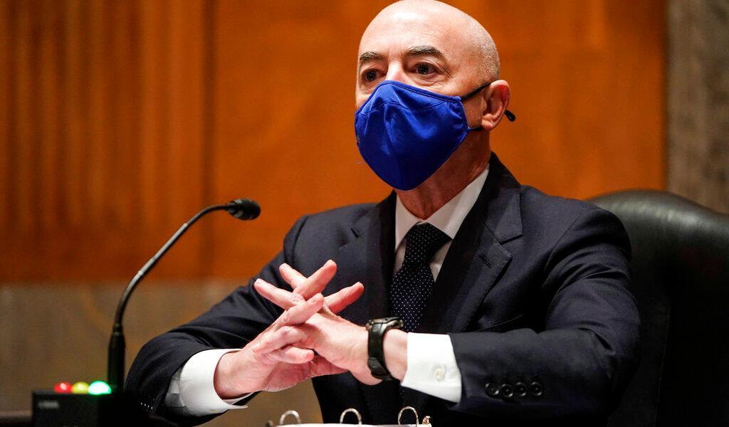 Senado de EUA confirma a Alejandro Mayorkas como primer secretario de Seguridad latino
