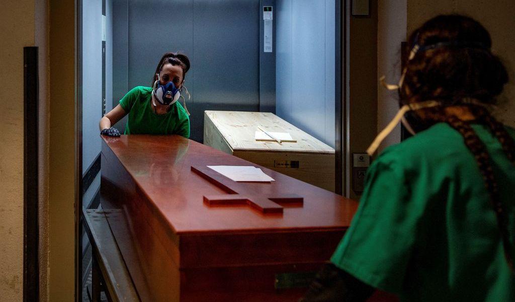 Registra España 724 muertos en 24 horas
