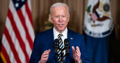 Aplaza Biden norma de Trump que hubiera amenazado a aves