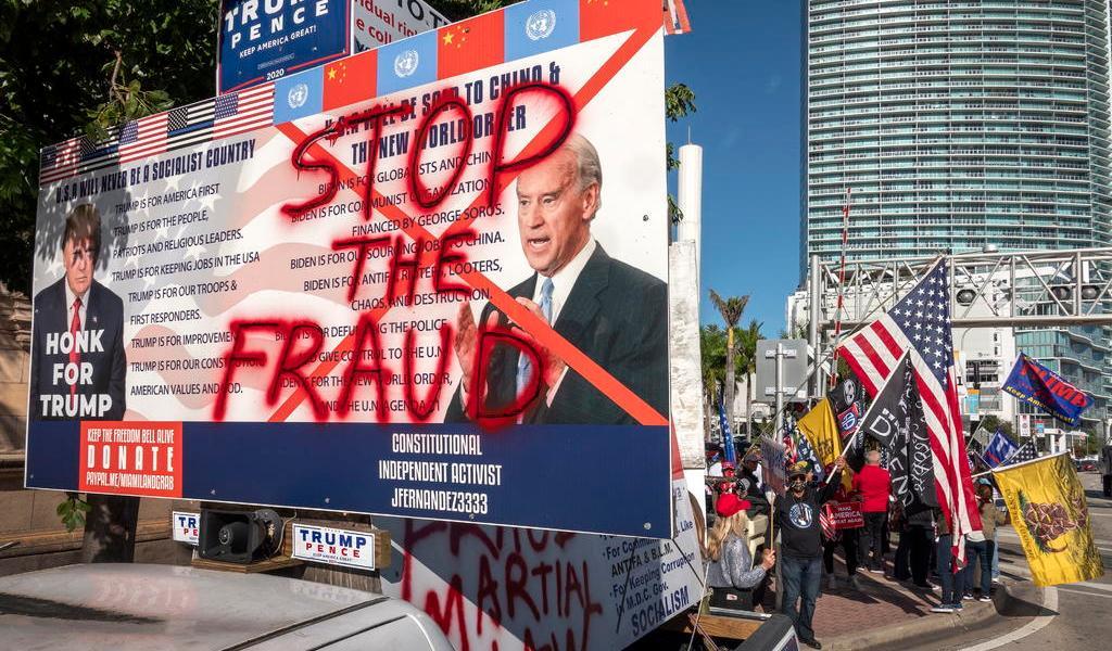 Demandan a Fox News por 'desinformar' con teoría de fraude electoral de EUA