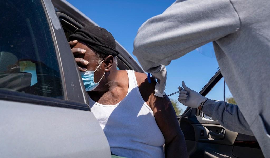 Exigen transparencia en inmunización de minorías en EUA
