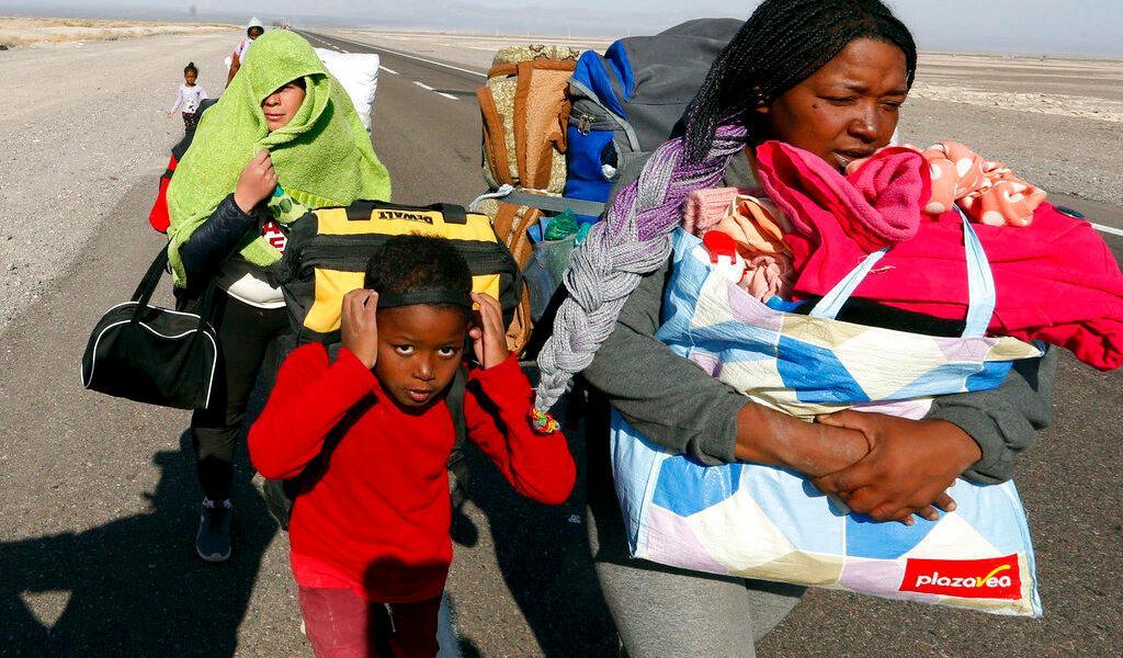 Chile expulsará a más de 100 migrantes ante crisis humanitaria