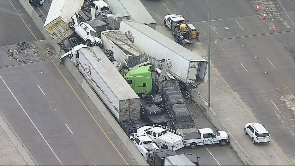 Choque masivo de 100 vehículos en Fort Worth deja a cinco muertos