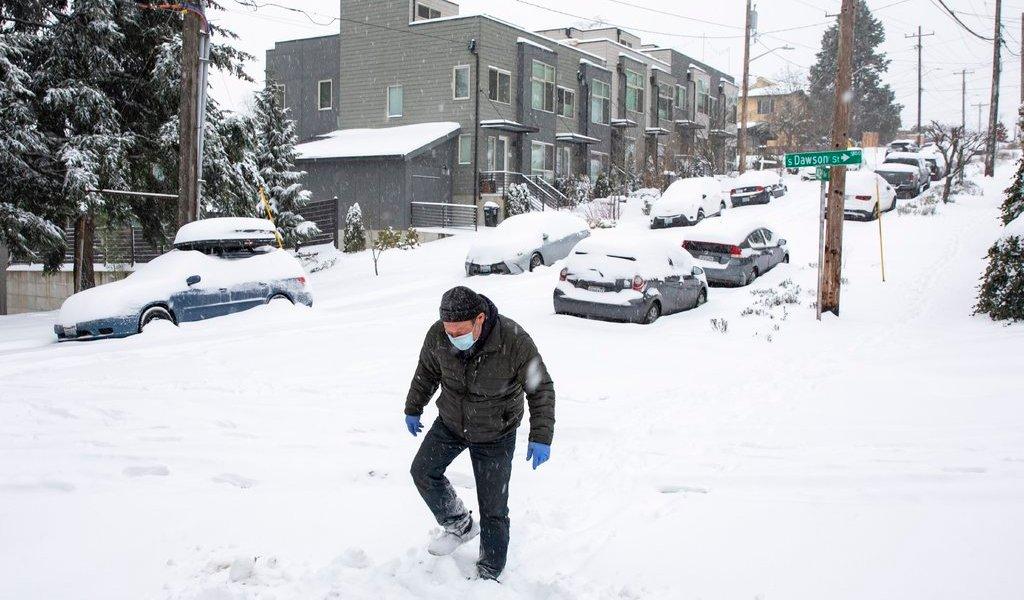 Tormenta invernal deja sin luz a miles en EUA