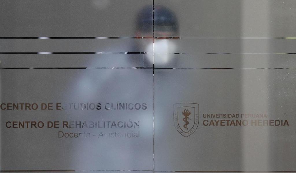 Vacunas chinas secretas para poderosos escandalizan a Perú