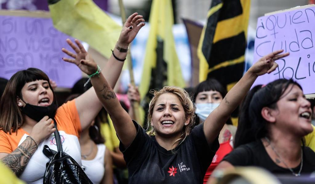 Miles se manifiestan en Argentina tras feminicidio de Úrsula Bahillo