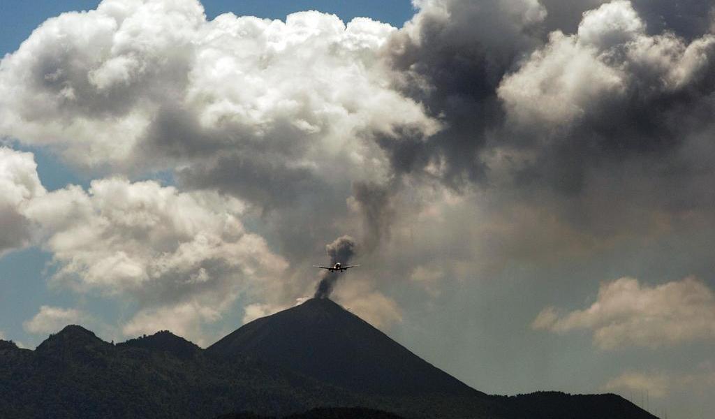 Volcán de Fuego en Guatemala registra al menos 10 erupciones por hora