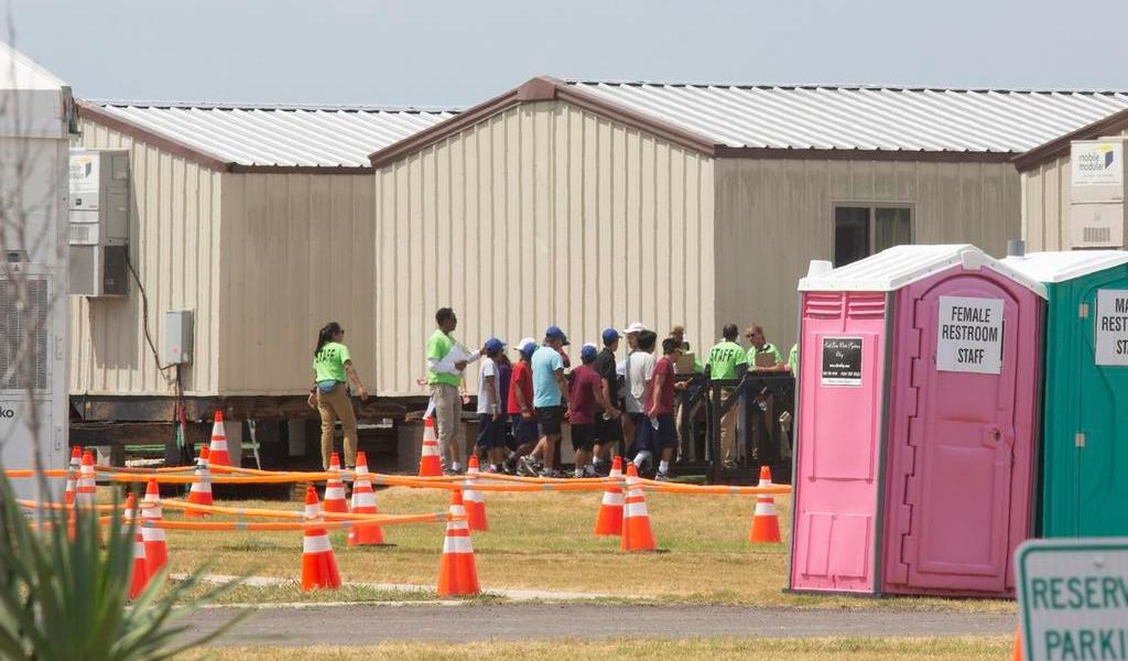 Defiende EUA reapertura de centro para menores migrantes