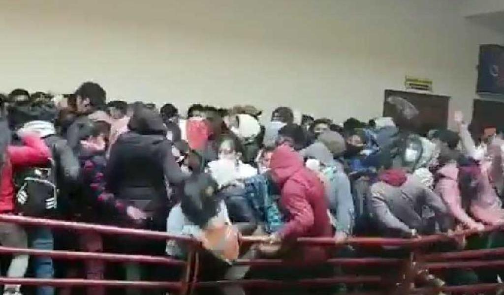 Tres estudiantes mueren al caer de un cuarto piso en universidad de Bolivia
