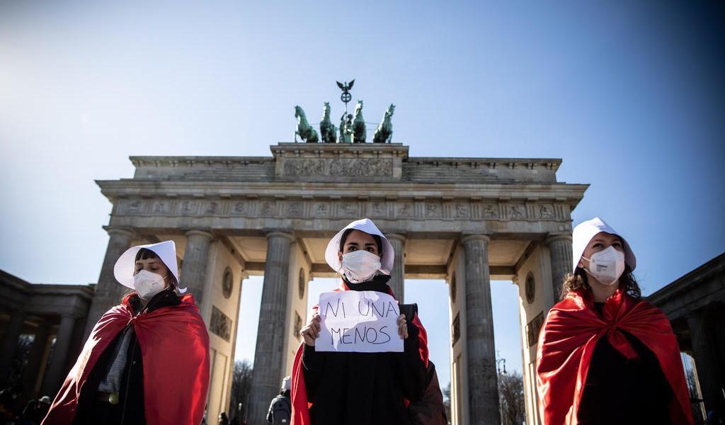Miles marchan en Berlín con motivo del 8M