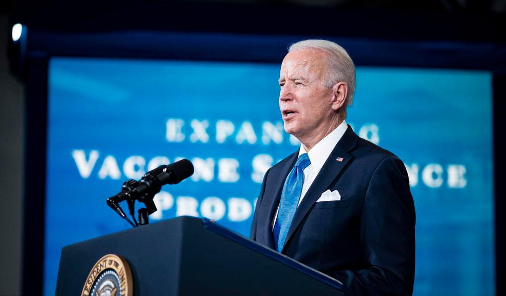 Promete Biden 'compartir' vacunas con el mundo si EUA tiene excedentes