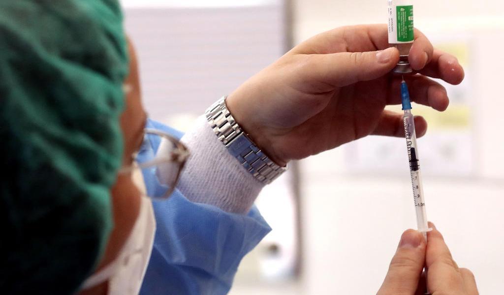Países europeos suspenden vacunación con AstraZeneca por 'efectos adversos'