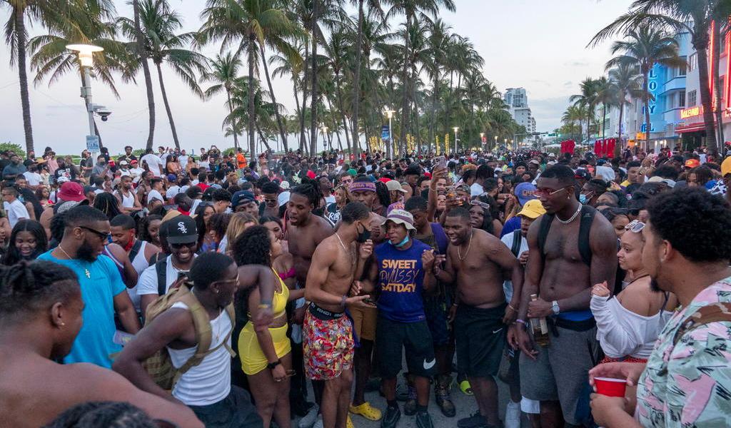 Miami sopesa toque de queda por fiestas del Spring Break