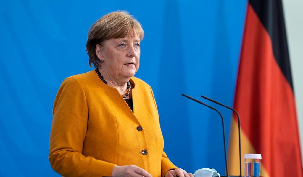 Merkel da marcha atrás a restricciones de Semana Santa y pide perdón por su error