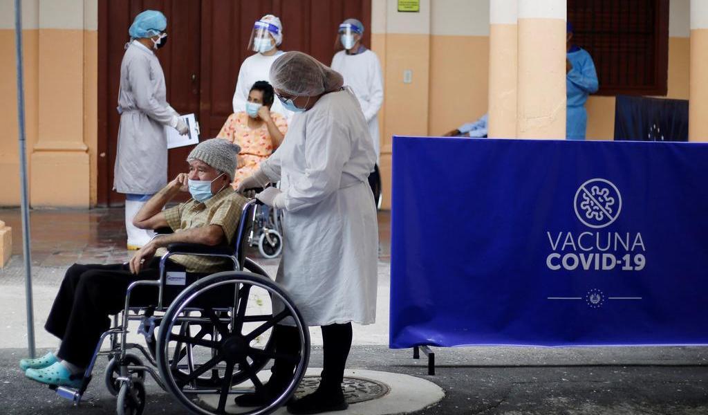 Busca El Salvador acelerar vacunación contra COVID-19