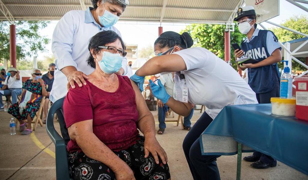 Vacunas fabricadas en planta contaminada de EUA se enviaron a Canadá y México: NYT