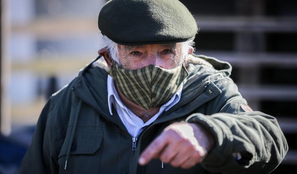 Reportan 'bien y despierto' al expresidente José Mujica tras operación