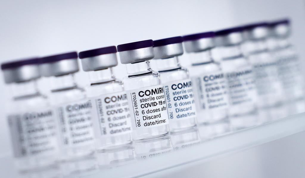 Estudia Europa usar vacuna de Pfizer en menores