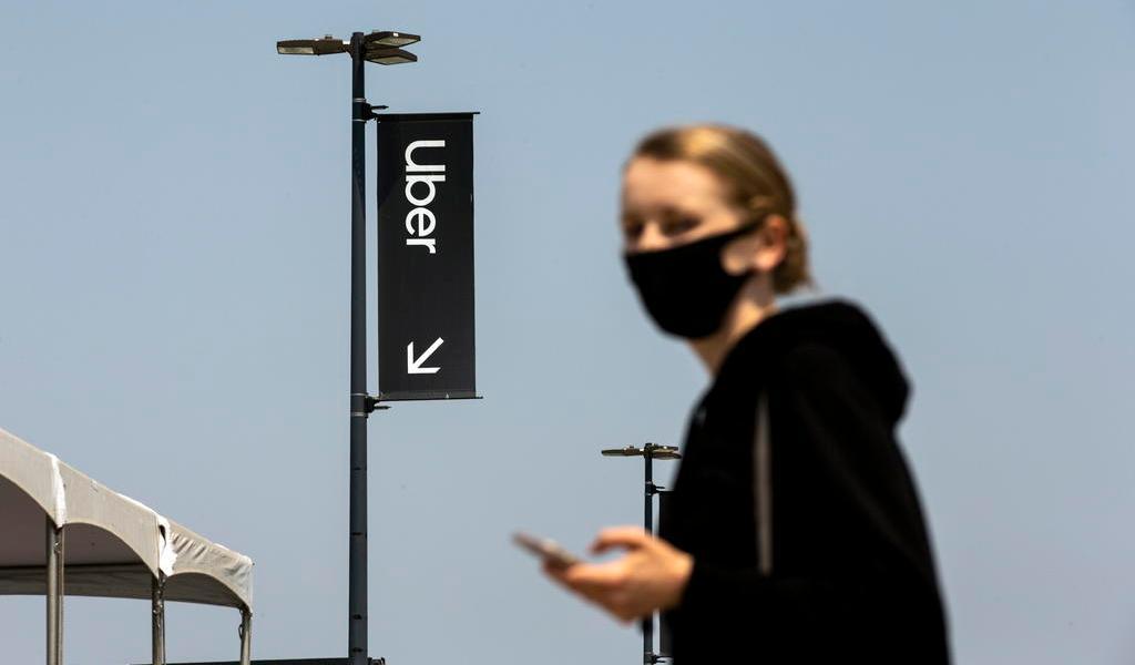 Uber y Lyft harán viajes gratis a sitios de vacunación en EUA