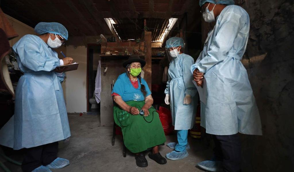 Empieza Perú a vacunar a mayores de 65 años; recibe nuevo lote de Pfizer