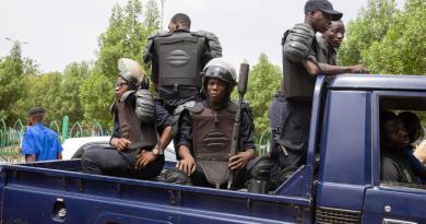 Amenaza Francia con represalias a quienes obstaculicen transición en Mali
